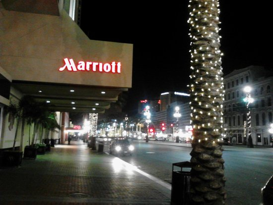 New Orleans Marriott: entrance
