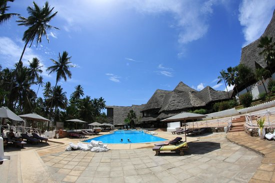 Diamonds Mapenzi Beach: Pool area
