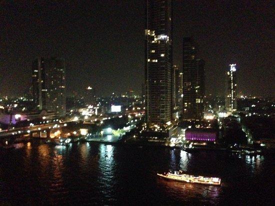 Shangri-La Hotel,Bangkok : Vista noturna do quarto