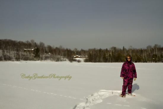 Quiet Bay Log Motel & Cafe: Snowshoeing