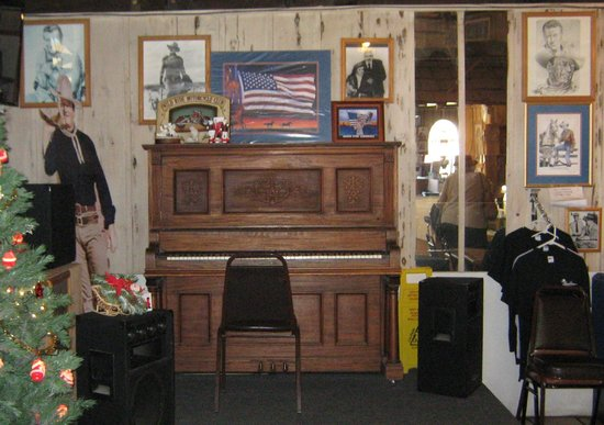 Mt. Whitney Restaurant: Mount Whitney Restraunt Piano