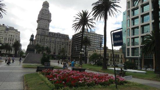 Plaza Independencia: Vista do Palacio Salvo