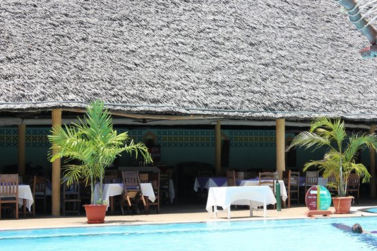 Turtle Bay Beach Club : Gorgeous poolside/beach view dining area