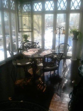 Tuck U Inn at Glick Mansion: The Sun Room