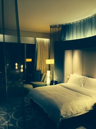 W Doha Hotel & Residences: bedroom - not to everyone's taste