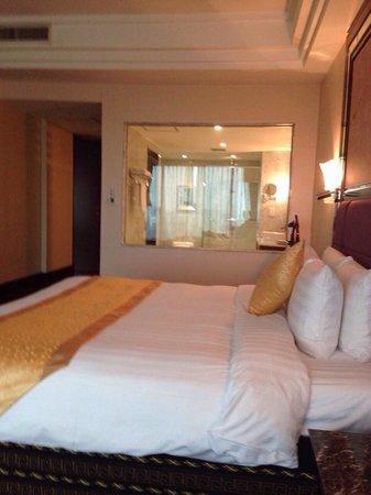 Grand Plaza Hanoi Hotel : Big room for small price