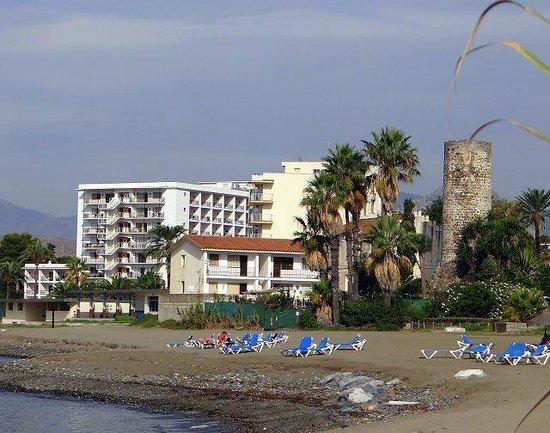 Sol Marbella Estepona Atalaya Park by Melia: Hotel vom Strand aus