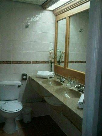 Center Parcs Elveden Forest: Bathroom Suite