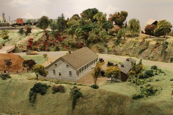 St. Jacobs & Aberfoyle Model Railway: country side!