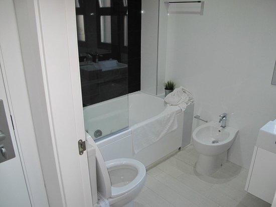 ENFASIS HOTEL: bagno