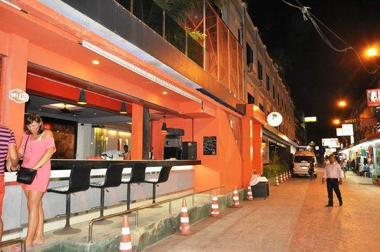 The Royal Palm Beach Front : вид отеля с улицы