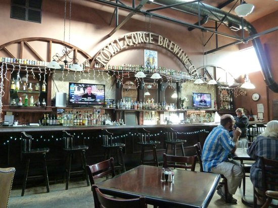 Royal Gorge Brewing Co. & Restaurant: Large and Bright Main Room is airy