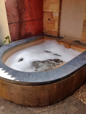 Railay Bay Resort & Spa: How we spice up the outdoor jacuzzi.