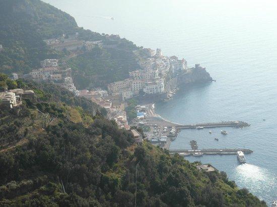 Excelsior Grand Hotel: Veduta di Amalfi dall'albergo