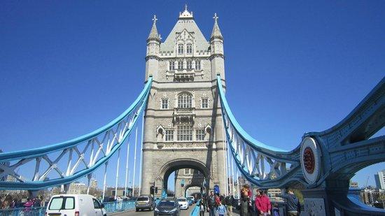 Alexandra Hotel: Tower Bridge.