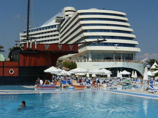 Titanic Beach Lara Hotel: Keine Panik auf derTitanic