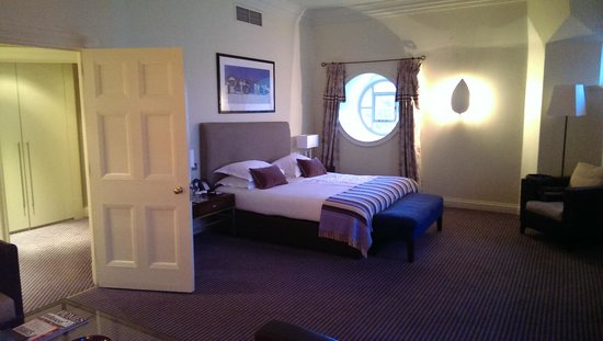 The Balmoral Hotel: my gorgeous room.