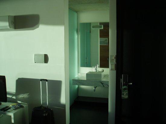 Costa Colonia Riverside Boutique Hotel: Vue partielle de la salle de bains de la river loft 404