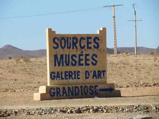 Musée des Sources de Lalla Mimouna : L'indicazione all'ingresso