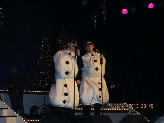 Main Street Music Hall / Main Street Opry: Snowmen Blues Brothers style!