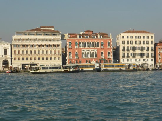 Hotel Danieli, A Luxury Collection Hotel : Approaching the Danieli