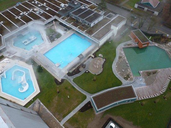 Hotel zur Therme: Blick vom Turm Restaurant auf die Pool-Landschaft