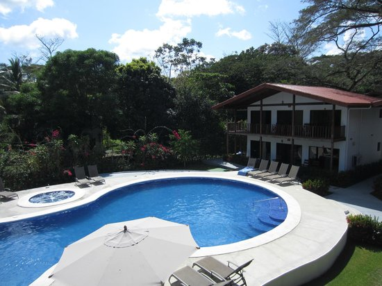 Agua Dulce Beach Resort : Great pool area.