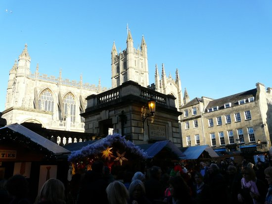 The Windsor : Christmas market 2013 with Bath Abbey Church in the background.