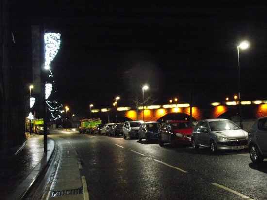 Sky Lodge Perth : Perth Christmas Lights And Bridge