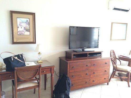 Royal West Indies Resort: Ocean View Studio - TV