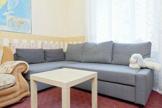 Anti-Hostel: Гостиная комната