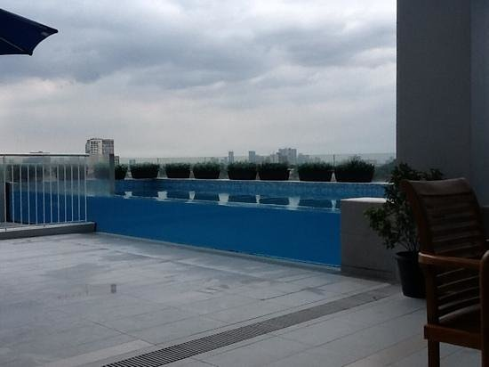 Luxent Hotel: infinity pool