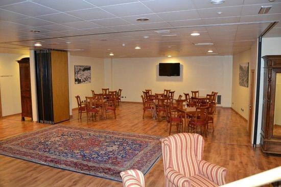 Hotel Rutllan: salon télé