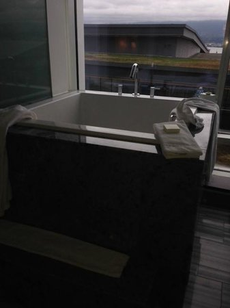 Fairmont Pacific Rim: Japanese soaker tub
