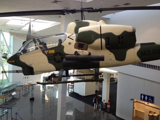 Museo Nacional de Aviación Naval: Suspended helicopter