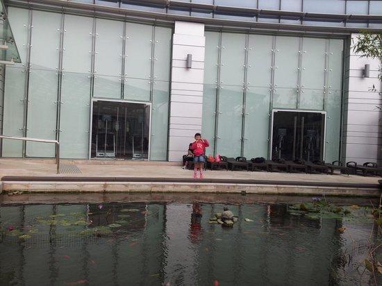 L'hotel Nina et Convention Centre: Indoor swimming pool