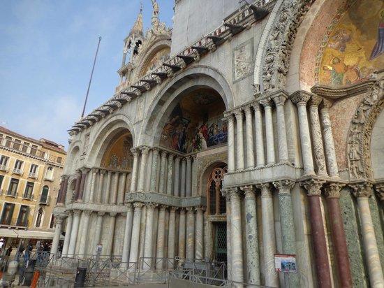 Basilique Saint-Marc : frente da Basílica