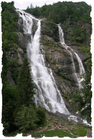 Cascate Val Genova : Un tuffo d'acqua da ascoltare e vedere dal vivo !!