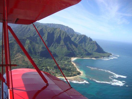 Air Ventures Hawaii: Looking back between the wings