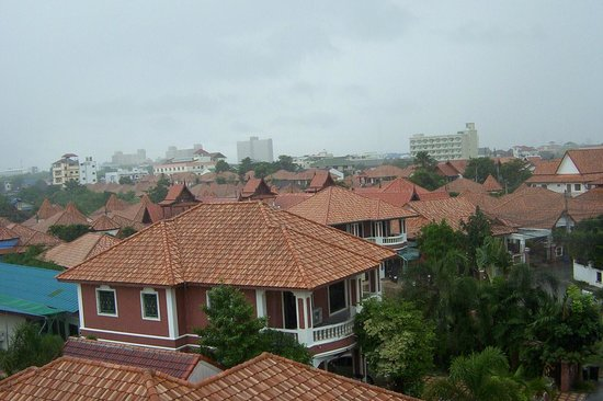 Net Service Apartment : top floor view...rear of apartment