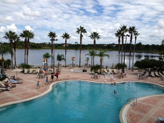 Bluegreen Fountains Resort: Clubhouse pool and Lake Eve