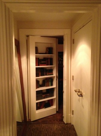 Carlton Hotel, Autograph Collection: Secret Door behind the bookcase