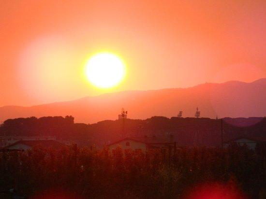 Agriturismo Il Querciolo: Coucher de soleil sur l'arrière