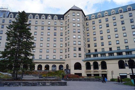 Fairmont Chateau Lake Louise : ホテルの正面