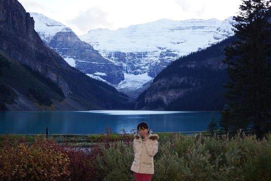 Fairmont Chateau Lake Louise : 透き通る様な氷河湖レイクルイーズ