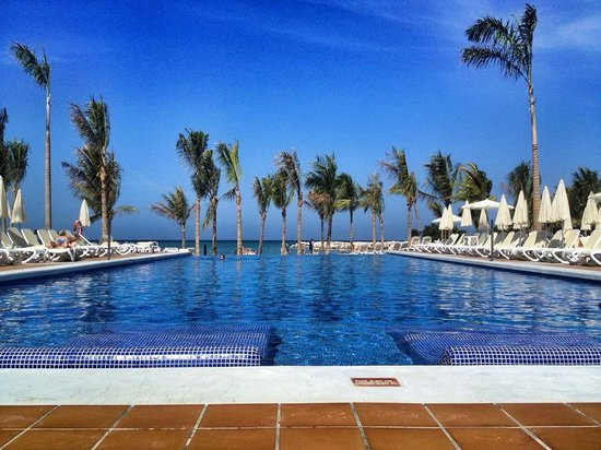 Hotel Riu Palace Jamaica: Two huge pools