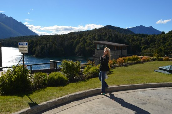 Llao Llao Hotel and Resort, Golf-Spa : vista desde el estacionamiento del hotel