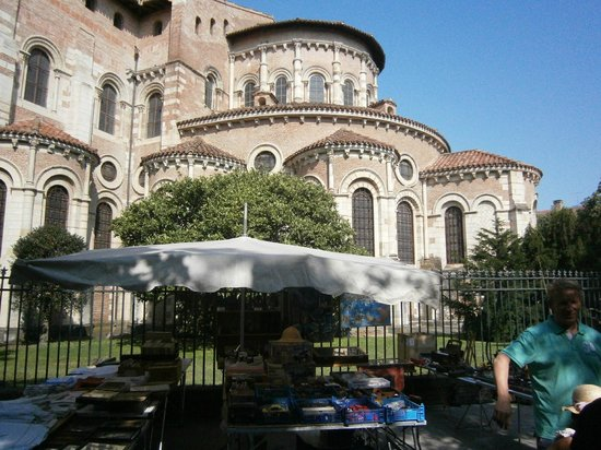 Toulouse Walking Tours: Toulouse Cathedral in July