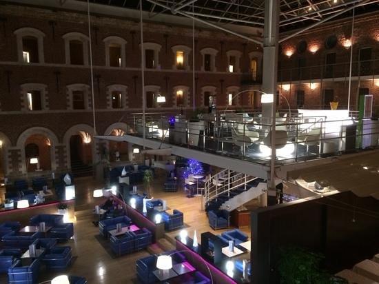 Couvent des Minimes - Alliance Lille : patio de l'hotel & bar