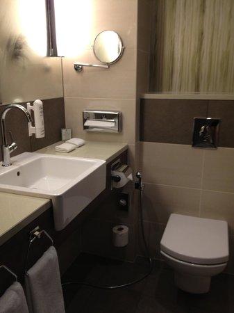 Holiday Inn Kiev: Clean bathroom